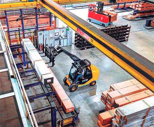 JCB lanza la versión eléctrica para el mercado logístico